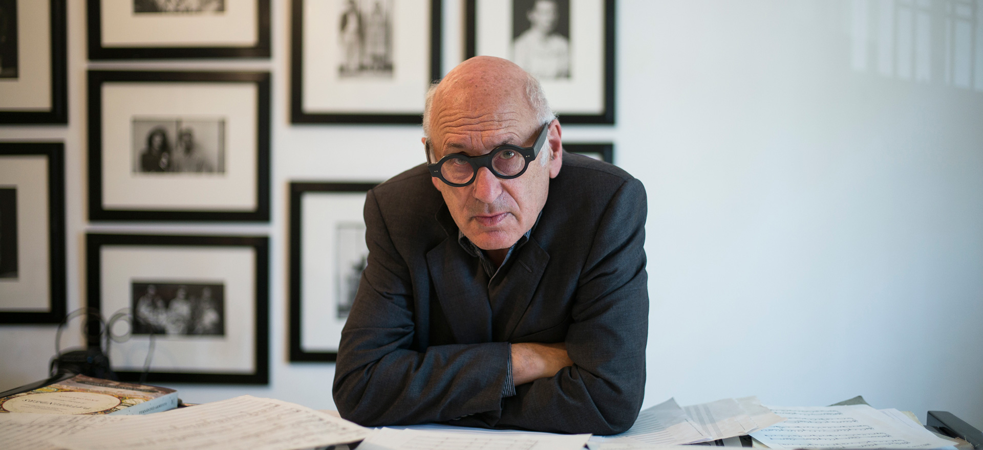 https://www.politeamapratese.com/wp-content/uploads/2020/10/Michael-Nyman-Photo-Fernando-Aceves-16-high_880.jpg